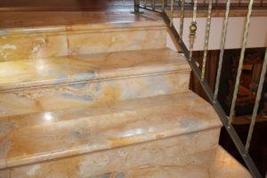 Rivestimento scala marmo giallo di Castronovo Sicilia Lavorazione e prodotti in marmo Sicilia
